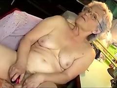 Porn oma Granny: 1782